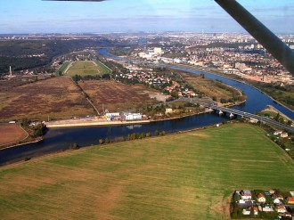 Na soutoku Berounky a Vltavy by měl vzniknout příměstský park Soutok. Volné dílo (public domain). Foto   Uza / Wikimedia Commons